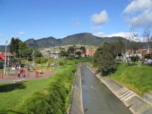 Bogotá,_río_Fucha_hacia_la_kr_12