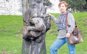 María Clara Laverde con el árbol