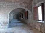 El interior del fuerte Lovrijenac , locación de la segunda temporada