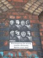 'Adorar al maestro equivocado perjudica seriamente tu alma', el mensaje del póster